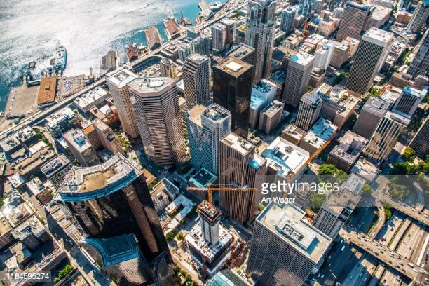 above downtown seattle - seattle foto e immagini stock