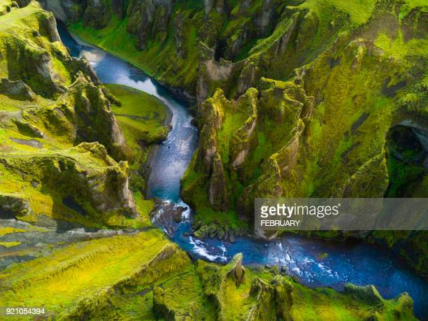 above of fjadrargljufur canyon in summer, iceland - paisaje espectacular fotografías e imágenes de stock