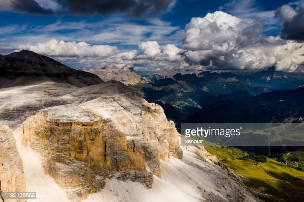 ピズボー、sasポルドイ高山、ドロミテ、イタリアのチロルアルプスの上 - トレンティーノ ストックフォトと画像