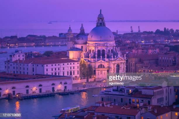 サンタ・マリア・デッラ・サルーテ(健康の聖マリア)の上、ローマカトリック教会 -ヴェネツィア、イタリア - プンタデラドガーナ ストックフォトと画像
