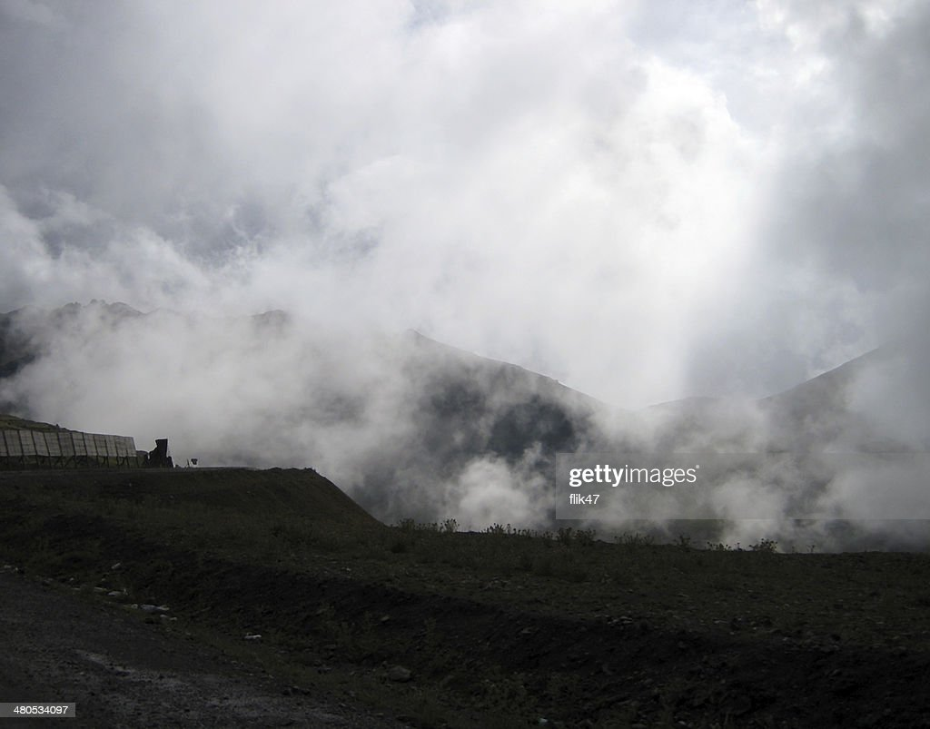 Above the clouds. Pass in  mountains : Stockfoto