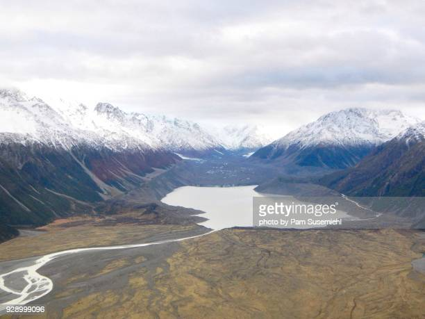 above the snow line, aoraki/mount cook national park, new zealand - glacier lagoon stock photos and pictures