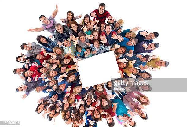 Luftaufnahme der Masse der Leute, die white paper.