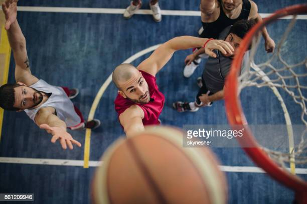 above view of determined basketball players in action. - sport di squadra foto e immagini stock