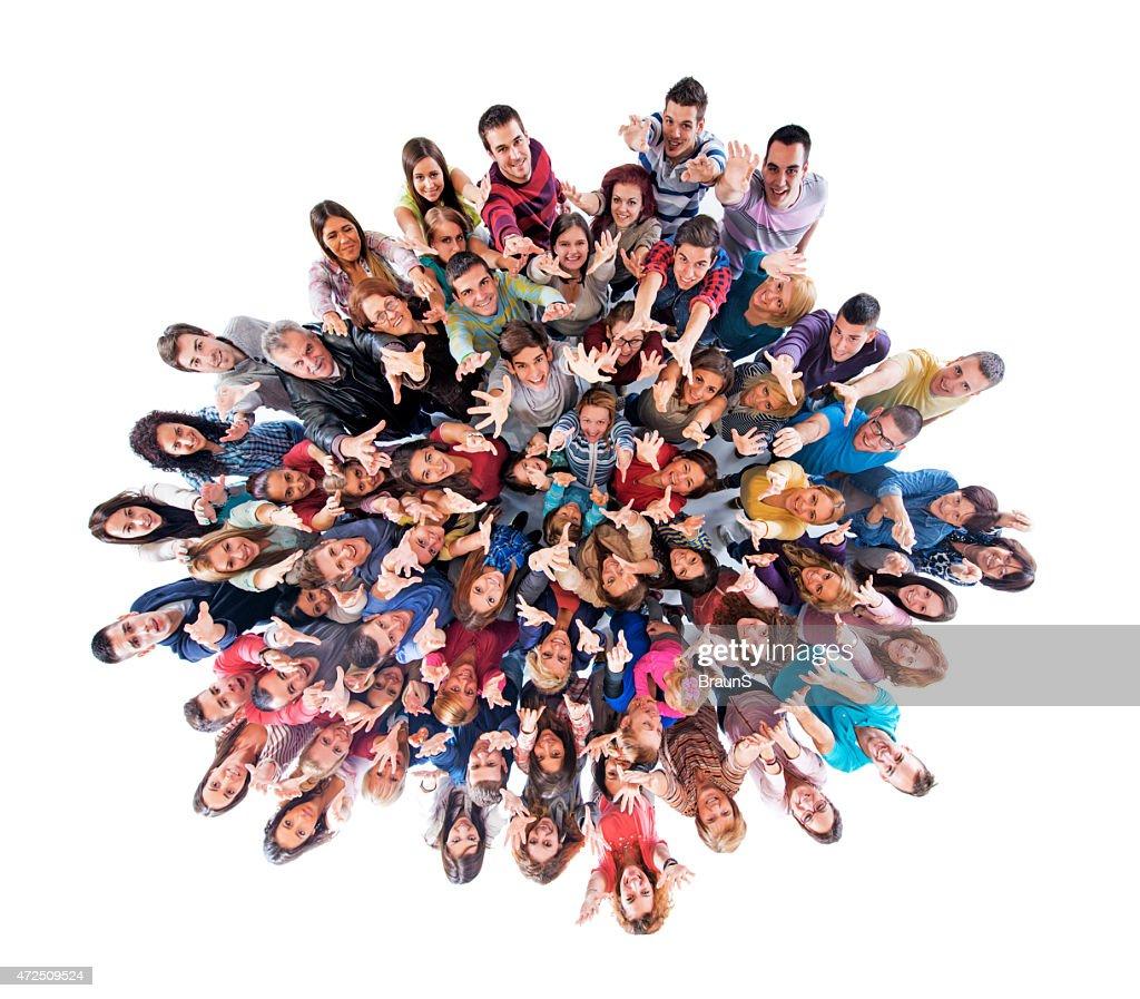 Vista de arriba de gran grupo de personas con los brazos elevado. : Foto de stock