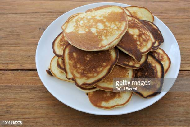 above view of pancake - rafael ben ari stockfoto's en -beelden