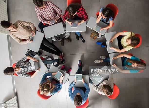 の上からの眺め学生デジタルタブレットを使用して、circle に入ります。
