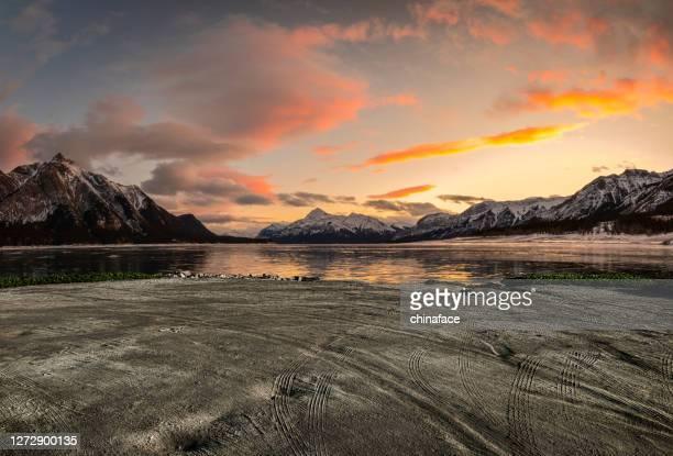 冬の日の出のアブラハム湖 - ロッキー山脈 ストックフォトと画像