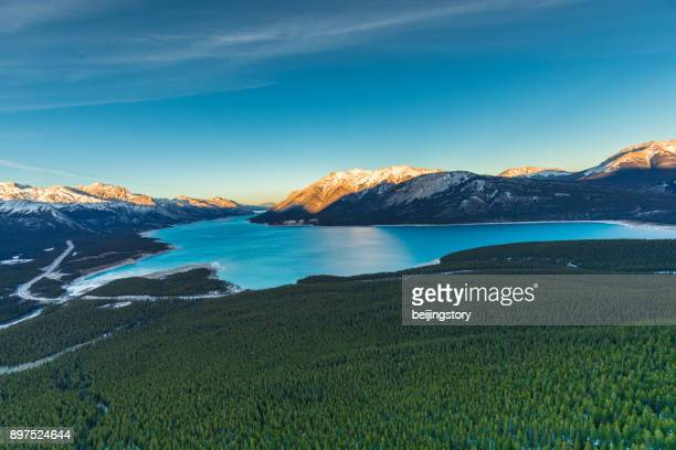 abraham lake, kanada - see abraham lake stock-fotos und bilder