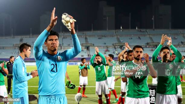 Abraham Romero of Mexico and his teammates thank their fans after their 10 loss to England in the FIFA U20 World Cup Korea Republic 2017 Quarter...