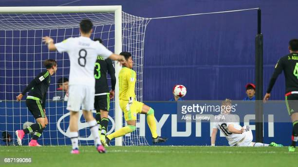 Abraham Romero of Mexico makes a late save from Philipp Ochs of Germany during the FIFA U20 World Cup Korea Republic 2017 group B match between...