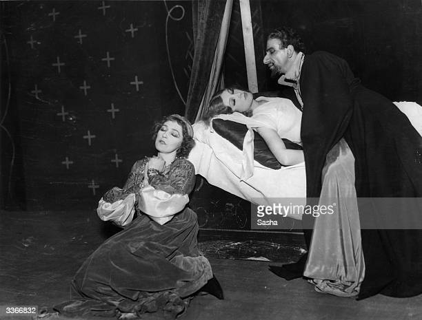 Abraham Sofaer Vivienne Bennett and Mary Newcomb in a production of Othello at the Old Vic London produced by Henry Cass