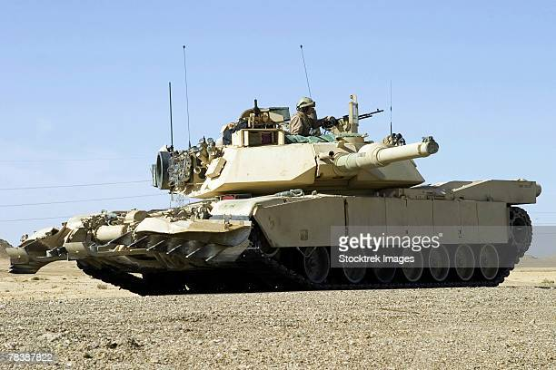m1 abrams tank. - m1 abrams stock pictures, royalty-free photos & images