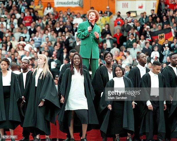 Abschlussfeier EURO 1996 London Mick HUCKNALL von der Gruppe SIMPLY RED