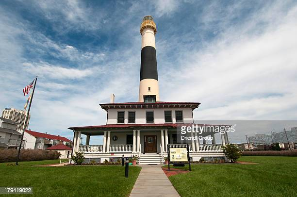 absecon lighthouse and lightkeeper's dwelling. - atlantic city stock pictures, royalty-free photos & images