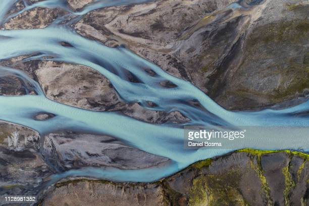 abstract aerial view of a river bed in iceland - bach stock-fotos und bilder