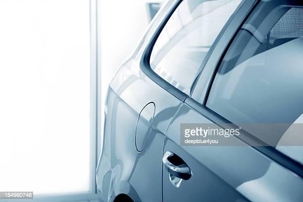 abstrato azul com stand de carros - imagem super exposta imagens e fotografias de stock