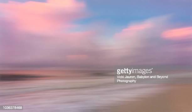 abstract blur of sunrise scene at myrtle beach, south carolina - tranquil scene foto e immagini stock