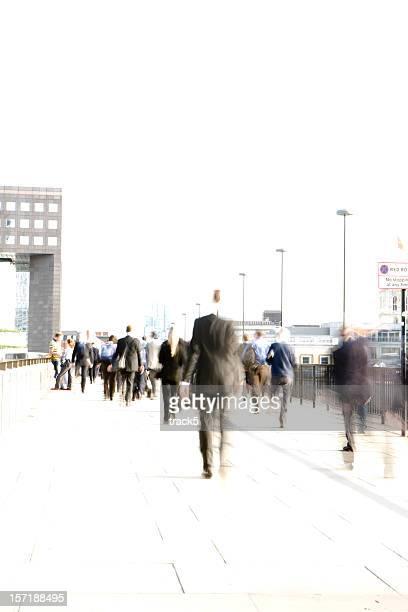 Abstrakt, verschwommene Stadt Arbeitnehmer rushing in London Bridge