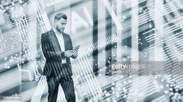 abstracte zakenman met behulp ai slimme telefoon - kleurtoon stockfoto's en -beelden