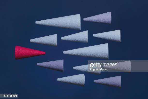 abstract multi-colored arrows on colored background - rivaliteit stockfoto's en -beelden