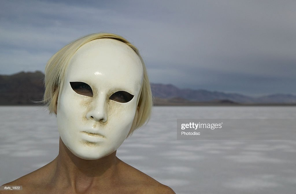 abstract photograph of a woman in an odd mask in the middle of nowhere : Stockfoto