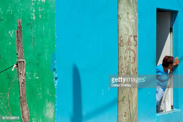 abstract street scene on isla mujeres - mujeres fotos stockfoto's en -beelden