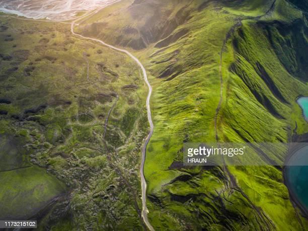 abstract vulkanisch landschap in de hooglanden van ijsland. - koolstofvoetafdruk stockfoto's en -beelden