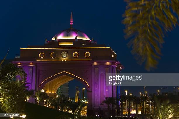 abu dhabi emirates palace - palace stock pictures, royalty-free photos & images