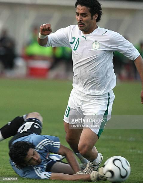 Saudi player Yasser alKahtani vies with Iraqi goalkeeper Nour Sabri during their 18th Gulf Cup Championship football match in Abu Dhabi 24 January...