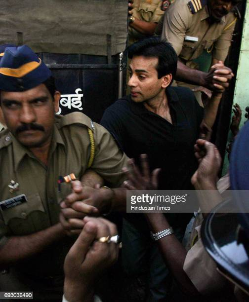 Abu Salem being taken to Arthur Road jail after he was remanded to judicial custody in the 1993 Mumbai bomb blast case till December 7 by special...