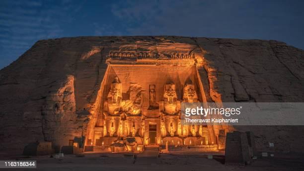 abu simble sound and light show at night, aswan, egypt - unesco welterbestätte stock-fotos und bilder