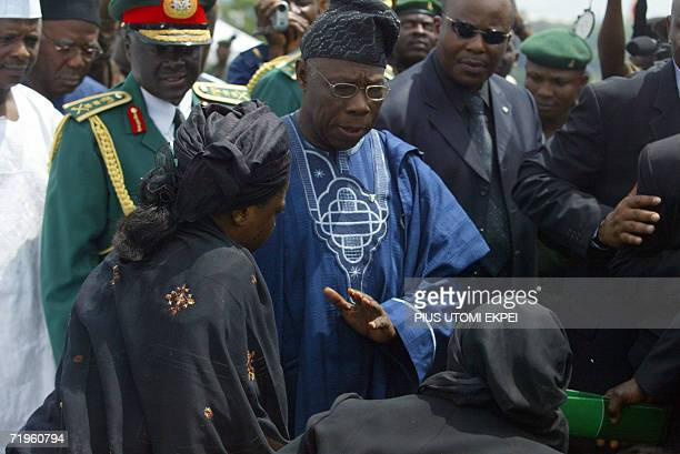 Nigerian President Olusegun Obasanjo accompanied by Chief of Defence Staff General Martin Luther Agwai conforts 21 September 2006 at the military...