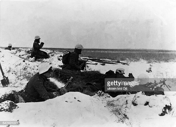 Abwehrkämpfe Winter 1941/42:Infanteristen in Erwartung einesAngriffs.ohne weitere Angabenum den