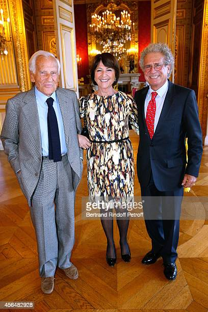Academician Jean D'Ormesson Laurent Dassault and his wife Martine attend Xavier Darcos receives 'L'Epee d'Academicien' in Paris on October 1 2014 in...