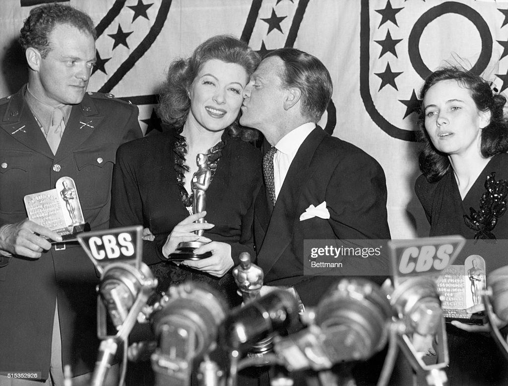 Oscar Winners with Their Trophies : News Photo