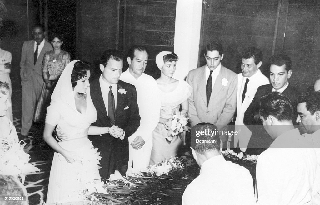 Elizabeth Taylor and Mike Todd Wedding : News Photo