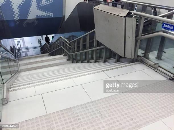 accessibility in beijing subway station - elevador de escada imagens e fotografias de stock