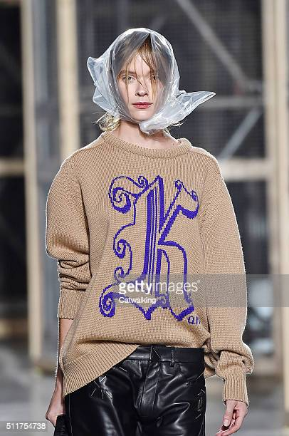 Accessories headscarf detail on the runway at the Christopher Kane Autumn Winter 2016 fashion show during London Fashion Week on February 22 2016 in...