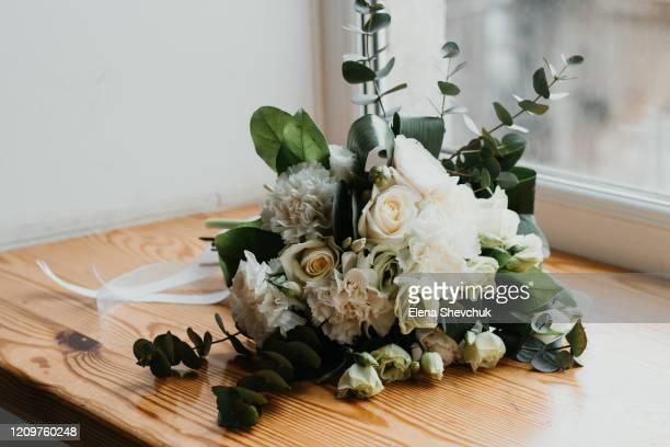 accessories of the bride on the wedding day: flowers on a wooden windowsill - elena blume stock-fotos und bilder
