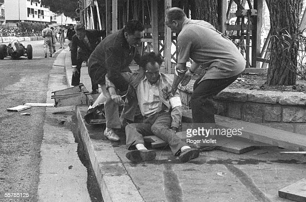 Accident of Phill Hill a wounded photographer Great Price for Monaco on 1960 RV231221
