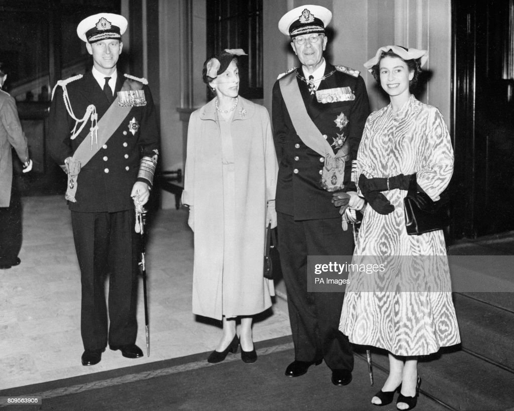 Royalty - Visits of Foreign Royalty - King Gustav VI and Queen Louise of Sweden - Buckingham Palace, London : News Photo