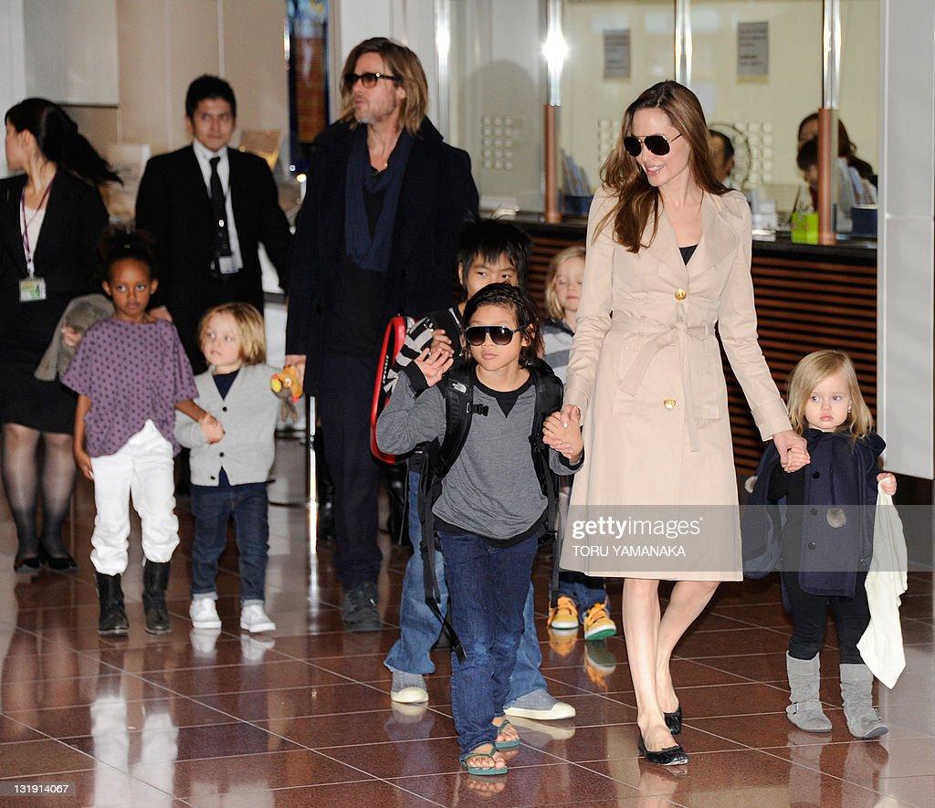 Accompanied by their children, US movie : News Photo