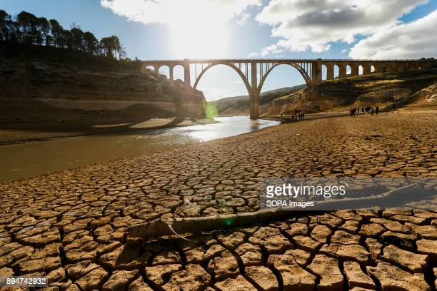 DAM SACEDóN GUADALAJARA SPAIN According to the River Tajo Hydrographic Confederation reservoirs reach only 292 cubic hectometres equivalent to 9% of...