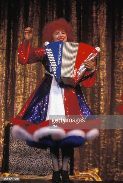 L'accordéoniste Yvette Horner habillée en bleu blanc rouge par Jean Paul Gaultier sur scène au Casino de Paris en décembre 1990 France