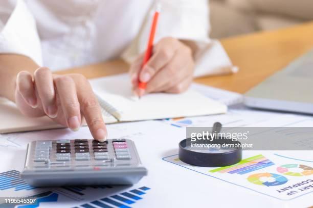 account,accounting concept - devolver - fotografias e filmes do acervo