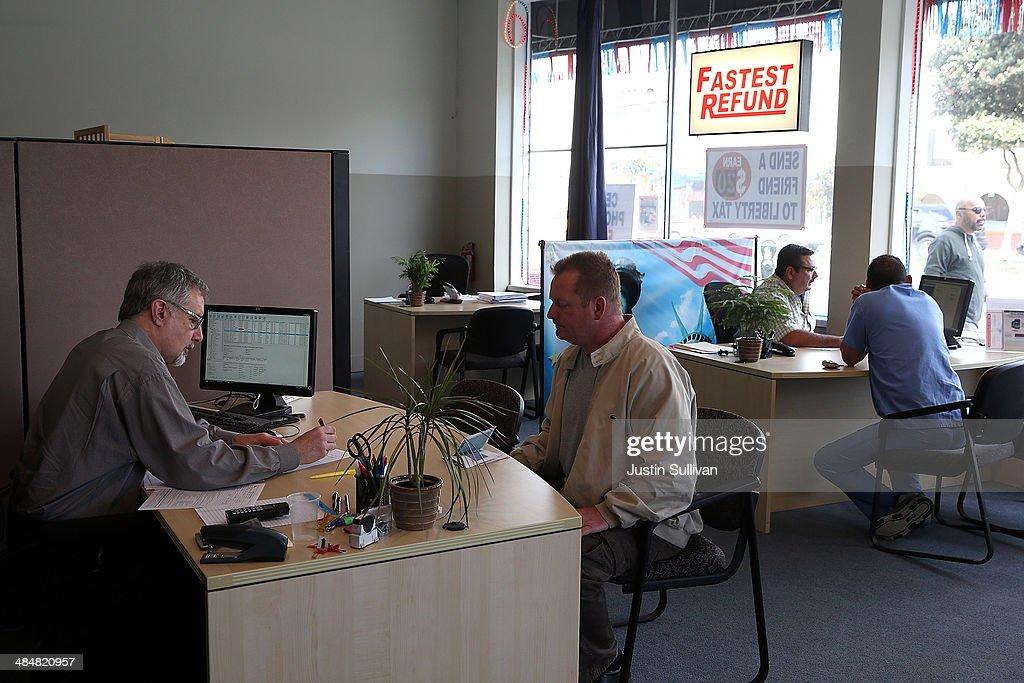 Tax Preparers Help Last Minute Filers Ahead Of Income Tax Deadline : News Photo