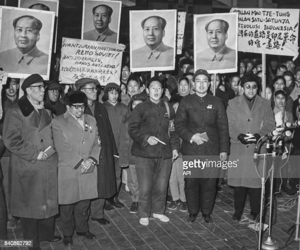 Accueil chaleureux à Pékin d'un étudiant indonésien expulsé d'Union soviétique le 17 février 1967 Chine