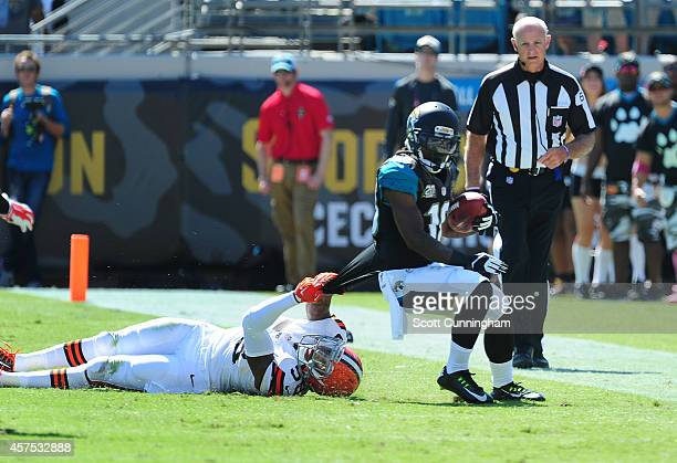 Ace Sanders of the Jacksonville Jaguars carries the ball against Chris Kirksey of the Cleveland Browns at EverBank Field on October 19 2014 in...