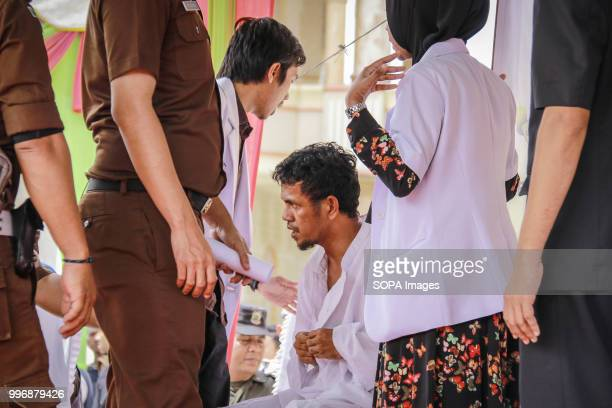 BARAT MEULABOH ACEH INDONESIA Aceh man seen examined by a medical team after being flogged 18 people were convicted by the Meulaboh Sharia Court of...